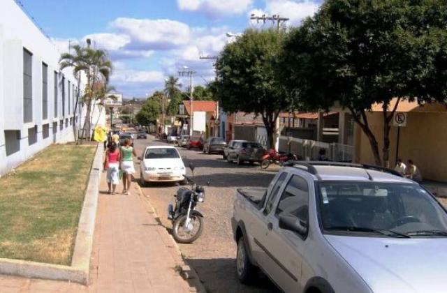 Trio assalta mercearia e cliente em Araçuai